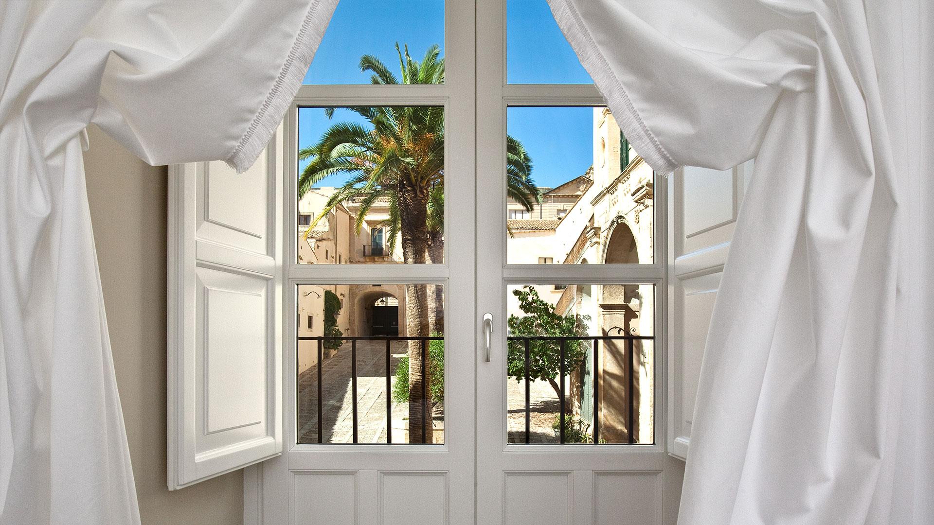 Camere suites seven rooms villadorata palazzo nicolaci for Piani di casa con due master suite al primo piano